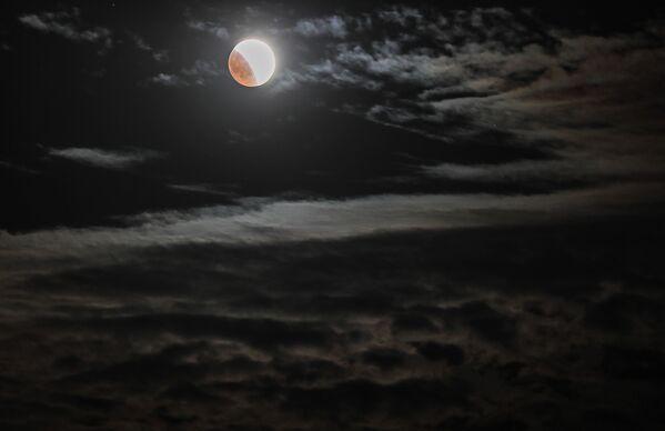Měsíc během, Krym - Sputnik Česká republika
