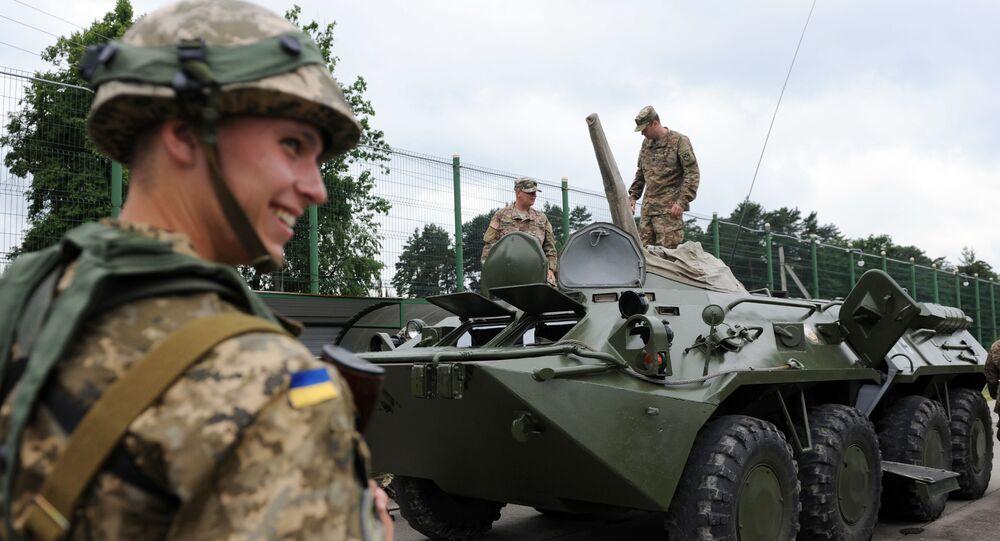 Ukrajinští a američtí vojáci během cvičení Saber Guardian / Rapid Trident 2015