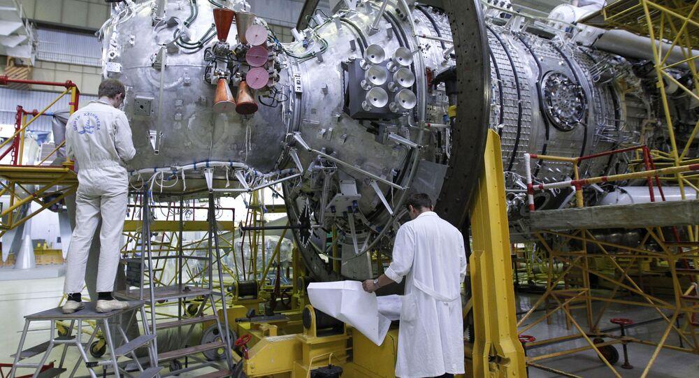 Komplektovací dílna Státního kosmického vědecko – výrobního střediska M.V. Chruničeva. Pracovníci závodu montují zařízení na multifunkčním laboratorním modulu pro ISS.