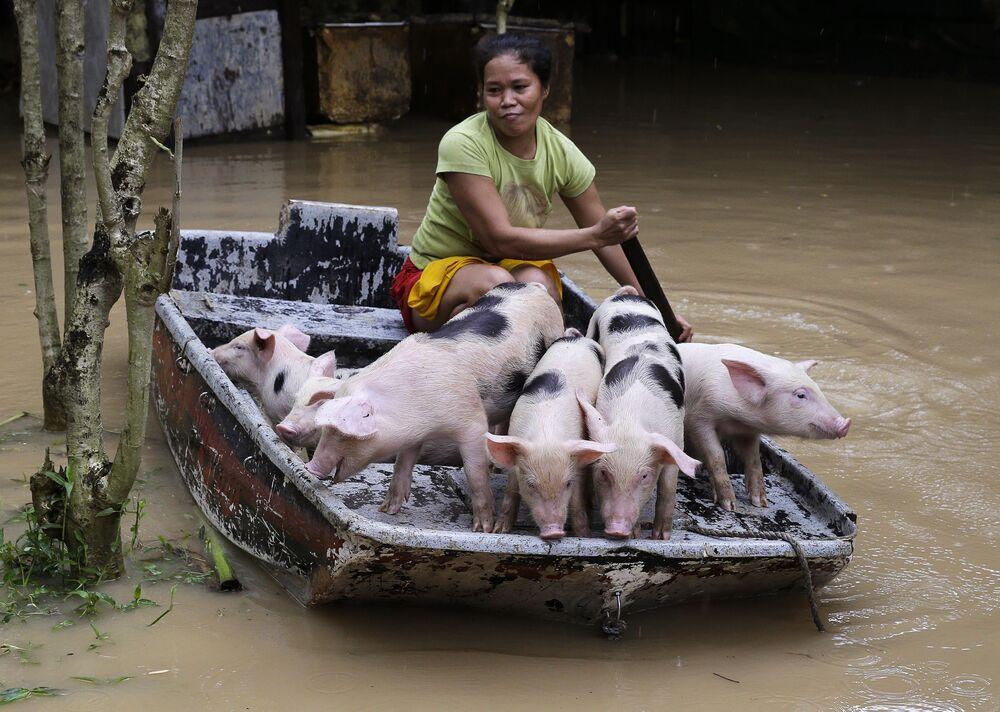 Tento týden v obrázcích: katastrofické záplavy, bazény plné sladkostí a mystické díry