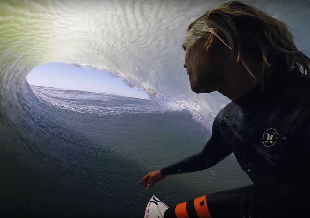 Surfař natočil VIDEO, jak v Africe sjíždí obrovskou vlnu