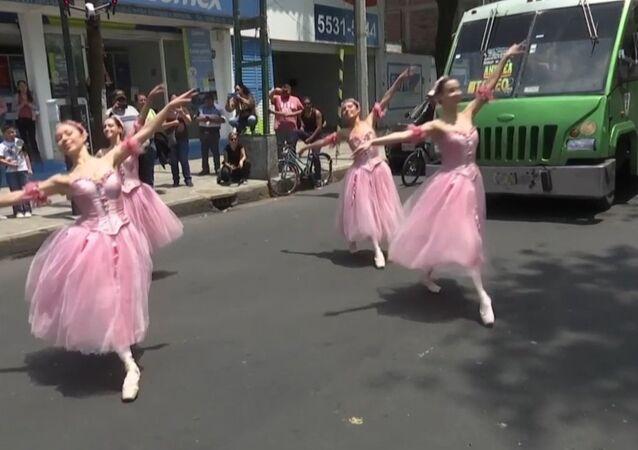 Balet v ulicích Mexika