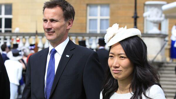 Jeremy Hunt se svou ženou Lucii Guo - Sputnik Česká republika