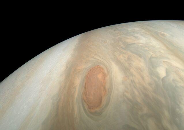 NASA zveřejnila snímky bouře na Jupiteru