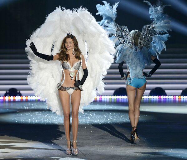 Modelka Miranda Kerrová na přehlídce Victoria's Secret - Sputnik Česká republika