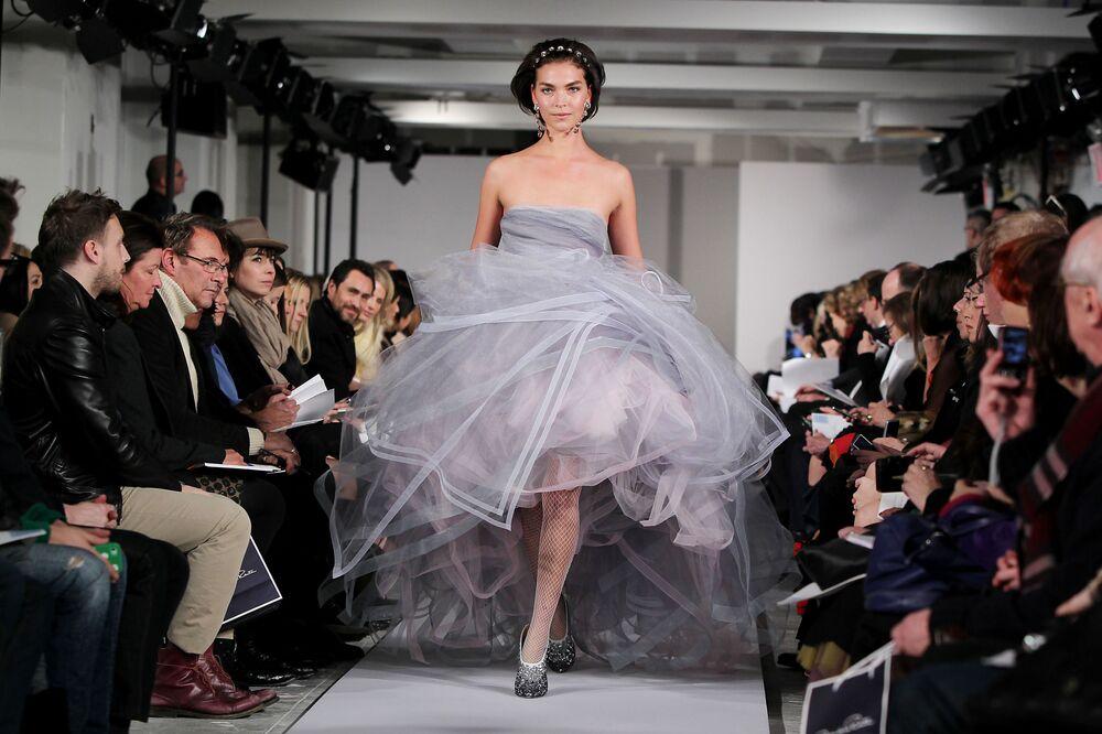Americká modelka Arizona Mjúzová na přehlídce kolekce Oscar de la Renta v New Yorku