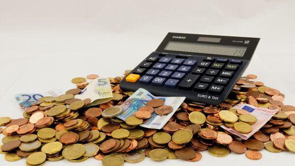 Kalkulačka, bankovky a mince - Sputnik Česká republika