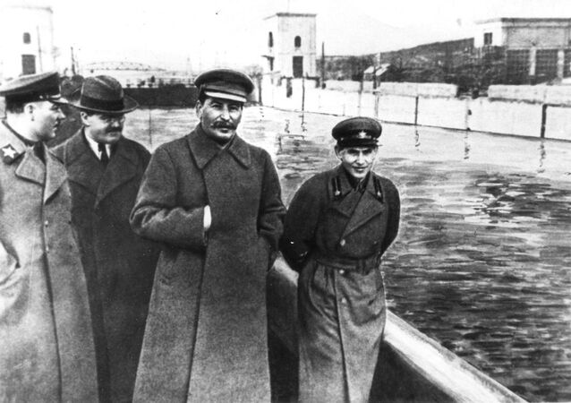 Sovětský Photoshop. Jak se snadno měnily dějiny