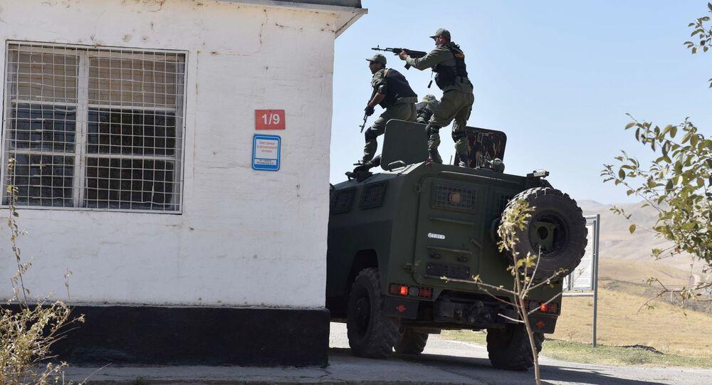 Vojenská cvičení na ruské základně v Tadžikistánu