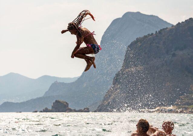 Turisté u Černého moře