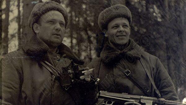 Velitel 8. vzdušné výsadkové brigády Anufrijev a komisař stejné brigády Raspopov - Sputnik Česká republika