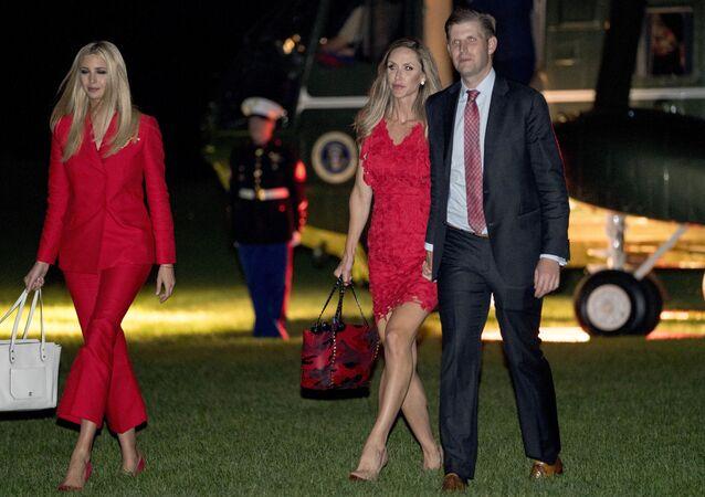 Eric Trump s chotí Larou a sestrou Ivankou