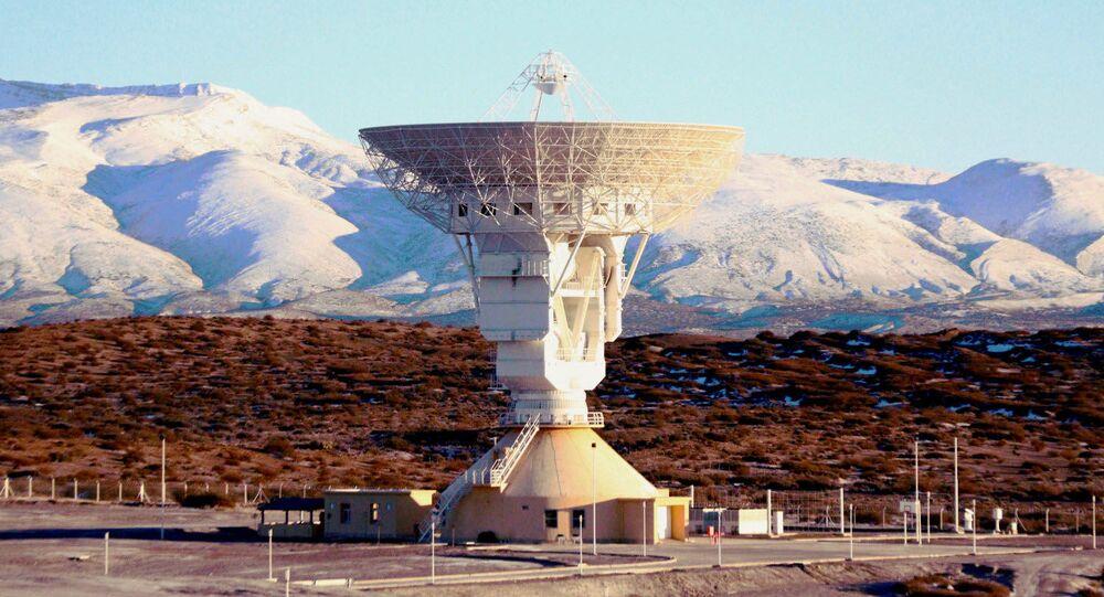 Obří radioteleskop v čínském středisku výzkumu vesmíru v Argentině
