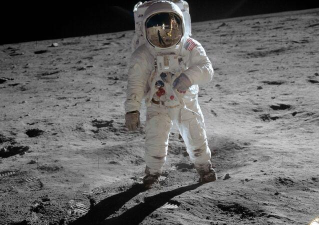 Kosmonaut na Měsíci