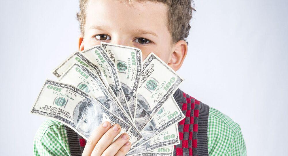 Chlapec s dolary