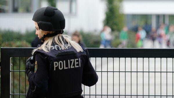 Policistka vedle školy v Lipsku - Sputnik Česká republika