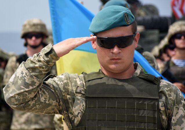 Ukrajinský voják na zahájení vojenských cvičení NATO v Gruzii