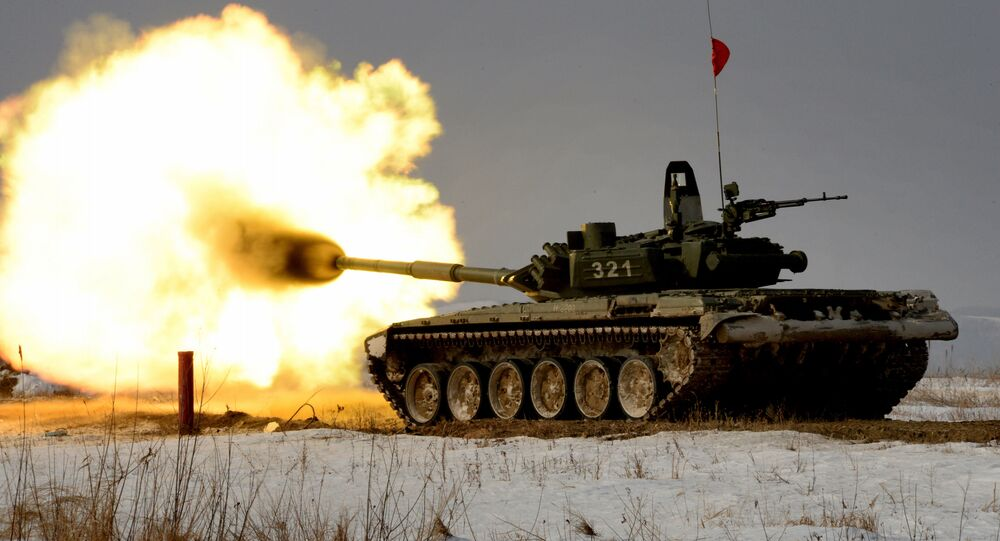 Tank T-72 při tankovém biatlonu