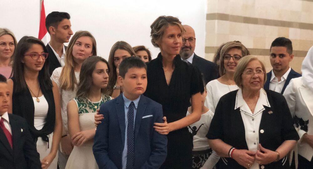 První dáma Sýrie Asma Asad (uprostřed)