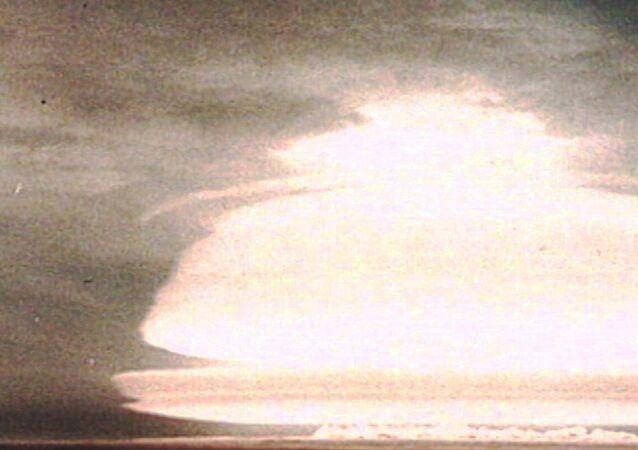 Test první sovětské vodíkové bomby. Archivní záběry