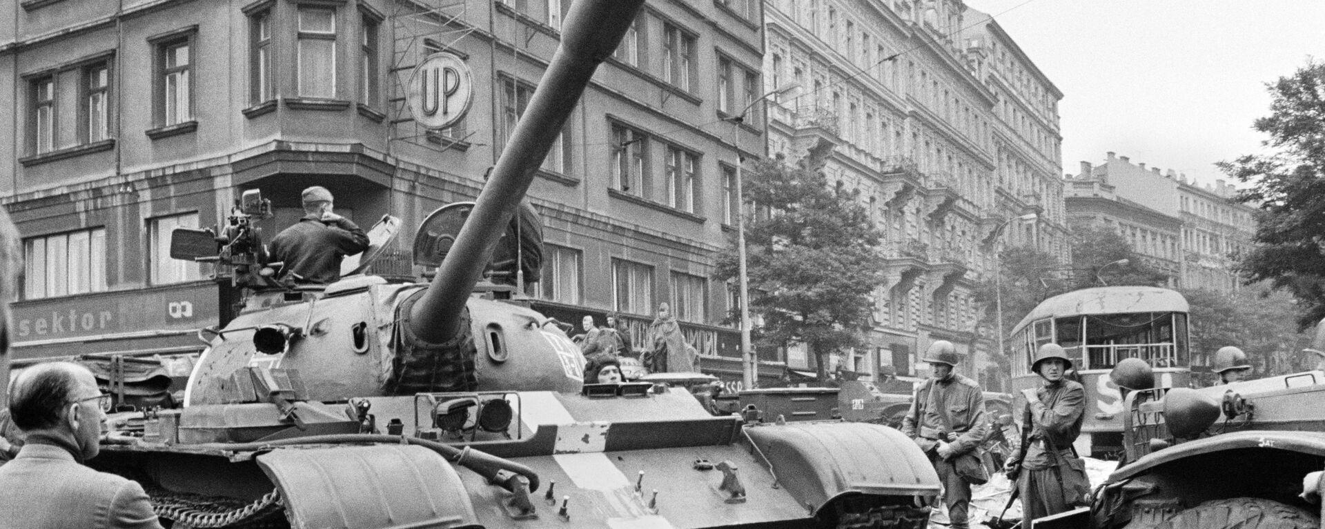 Sovětské tanky v ulicích Prahy, 1968 - Sputnik Česká republika, 1920, 21.08.2021