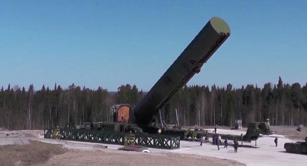 Balistická raketa Sarmat před odpálením
