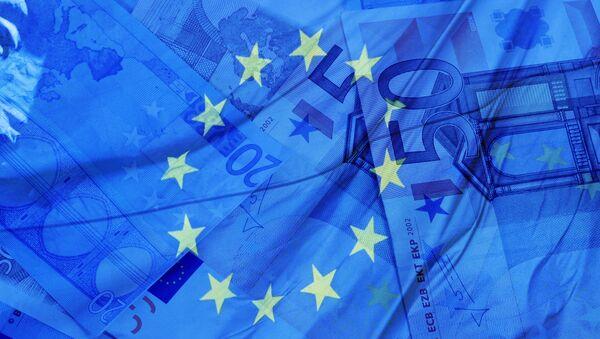 Eurobankovky a vlajka EU - Sputnik Česká republika