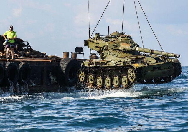 Ve Středozemním moři utopili tank, aby zachránili ryby