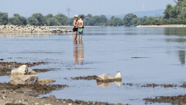 Nebývalé nízká hladina Dunaje v Bogenu, Německo - Sputnik Česká republika