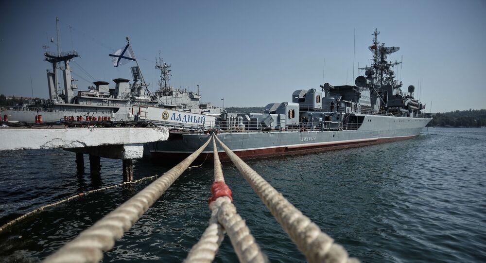 Loď Ladnyj před odploutím do Středozemního moře