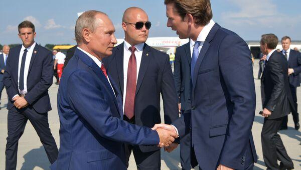 Ruský prezident Vladimir Putin a rakouský premiér Sebastian Kurz - Sputnik Česká republika