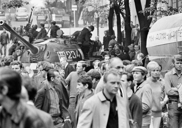 Sovětské tanky v Praze v roce 1968
