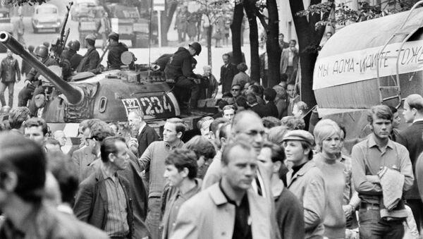 Sovětské tanky v Praze v roce 1968 - Sputnik Česká republika