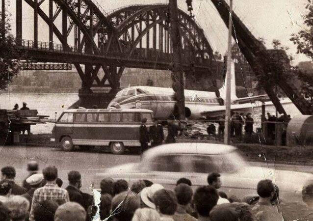 Přistání Tu-124 na Něvě v roce 1963