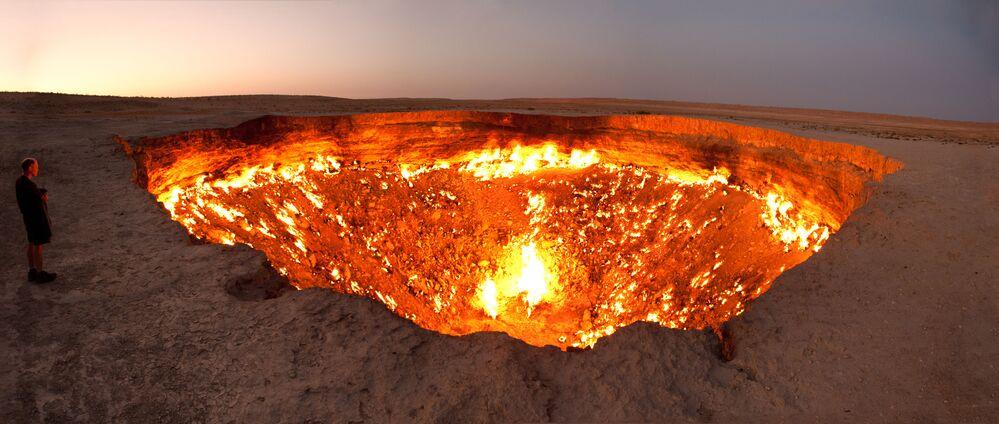 Působivé díry: Tajemné propasti vykukující z úžasných míst na Zemi