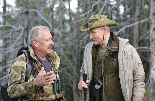 Putin strávil víkend na Sibiři po boku Šojgu a šéfa FSB - Sputnik Česká republika