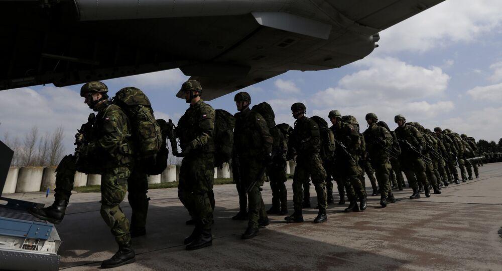 Čeští vojáci na letišti v Pardubicích. Ilustrační foto