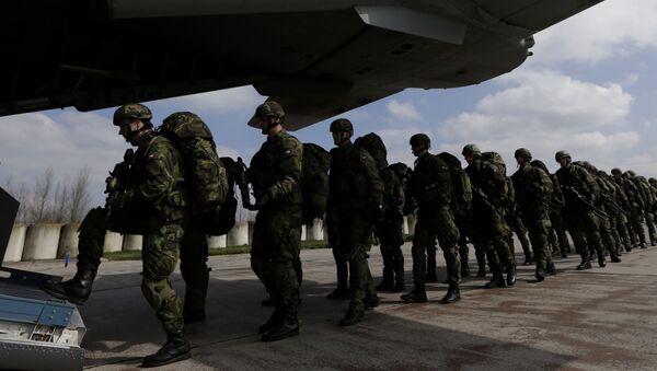 Čeští vojáci na letišti v Pardubicích. Ilustrační foto - Sputnik Česká republika