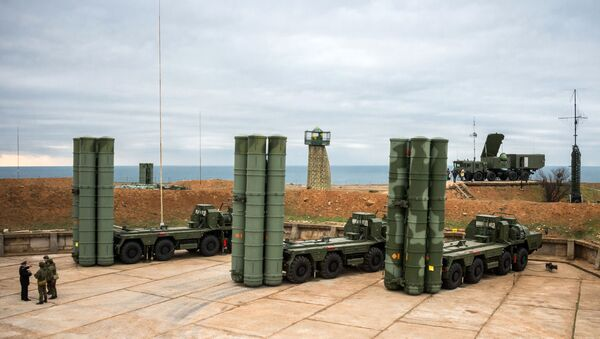 Komplex protivzdušné obrany S-400 v Sevastopolu - Sputnik Česká republika