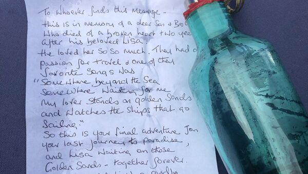 Láhev s dopisem, kterou objevili v Temži - Sputnik Česká republika
