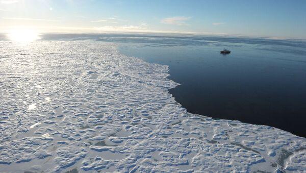 Ledoborec v kanadské Arktidě - Sputnik Česká republika
