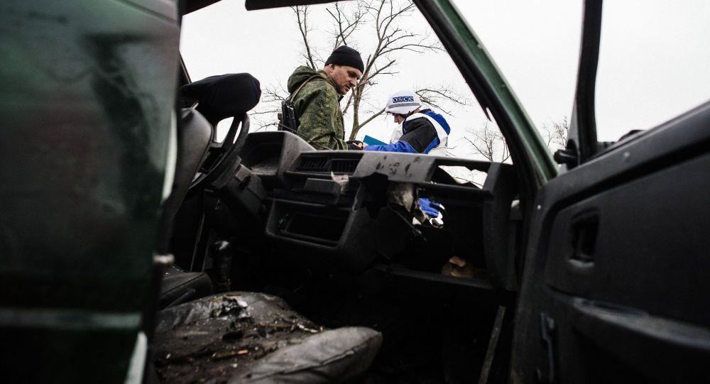 Vedoucí mise OBSE byl zraněn při ostřelování v obci Šyrokyne