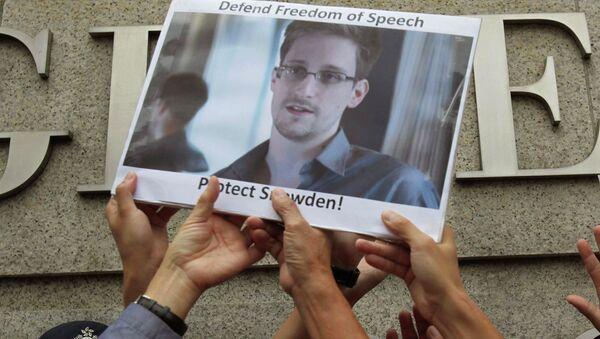 Mítink na podporu Snowdena - Sputnik Česká republika