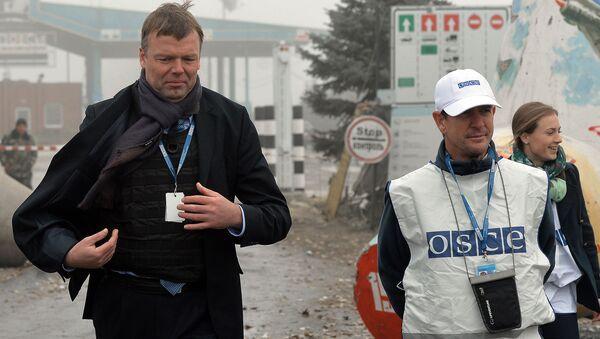 Zástupce šéfa speciální monitorovací mise OBSE na Ukrajině Alexandr Hug - Sputnik Česká republika