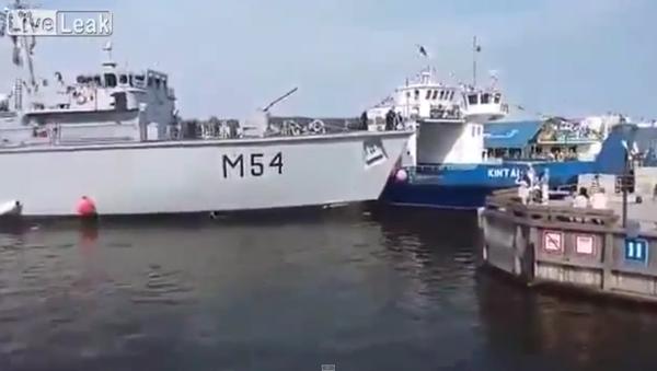 Přistání litevské bitevní lodě pobavilo žurnalisty - Sputnik Česká republika
