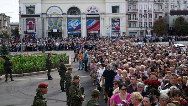 Pochod na památku Zacharčenka v Doněcku - Sputnik Česká republika