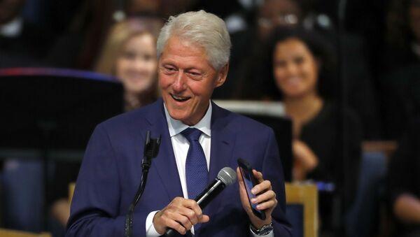 Bill Clinton během pohřbu Arethy Franklinové - Sputnik Česká republika