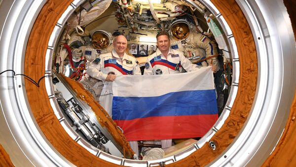 Ruští kosmonauti Oleg Artěmjev a Sergej Prokopjev - Sputnik Česká republika
