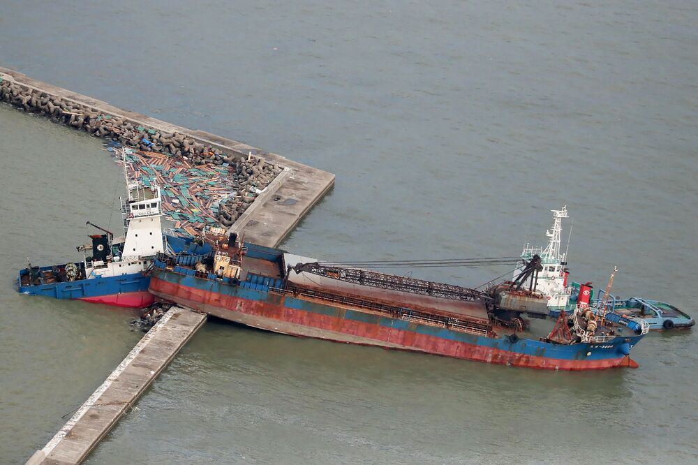 Soudný den? Tajfun Jebi zpustošil pobřeží Japonska