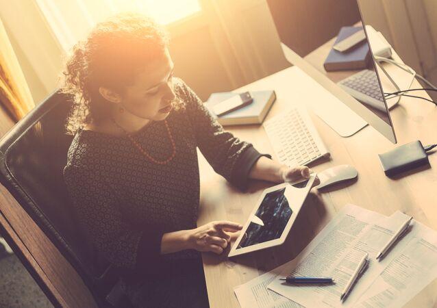 Dívka v kanceláři